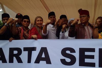 """""""Kita Buat Sejarah yang Baru untuk Ahok, Gubernur Pertama yang Ditimpukin di Indonesia"""""""