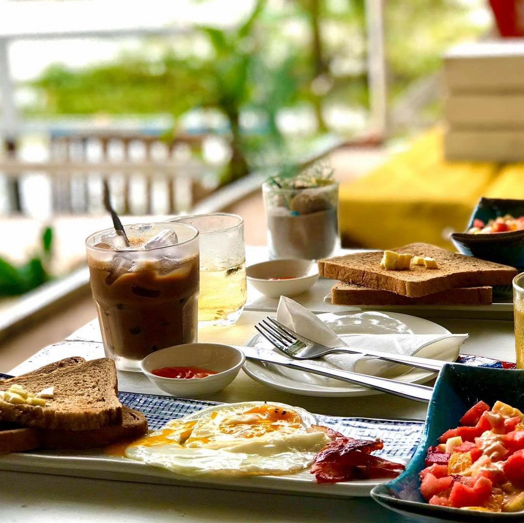 Chill Deck - Quán cafe trên sông Sài Gòn