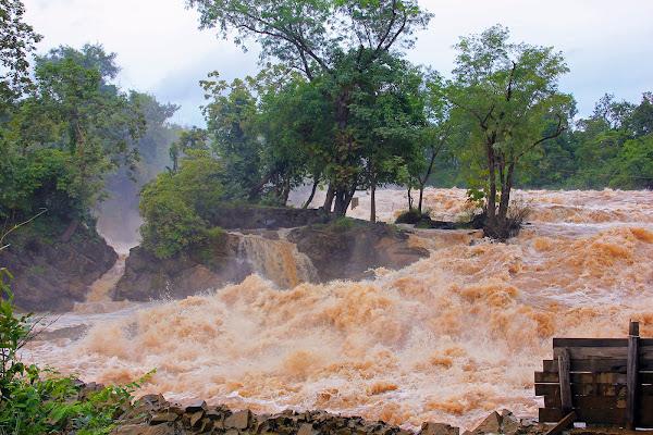 Cataratas cerca de Pakse Phapheng