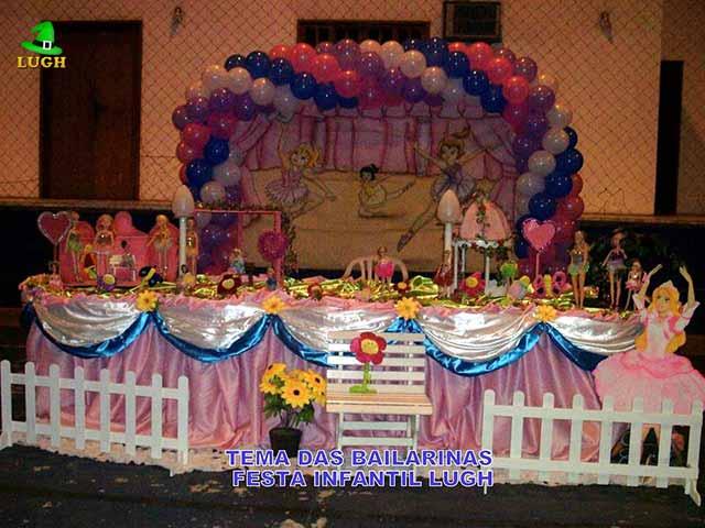 Decoração de aniversário Bailarinas em mesa de tecido em cetim para festa infantil