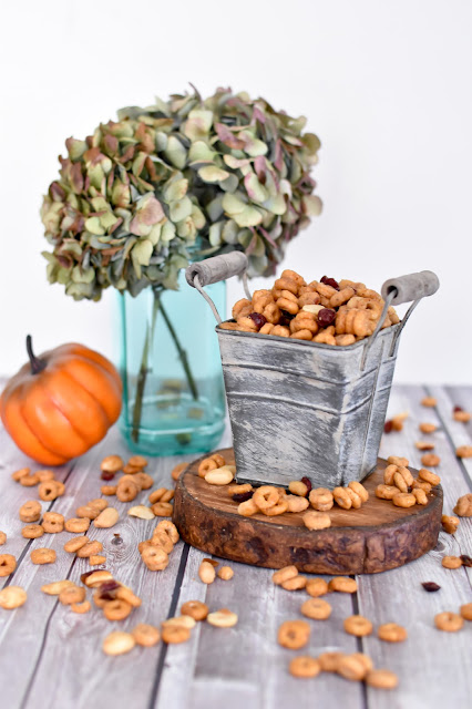 Pumpkin Spice Cheerios Snack Mix