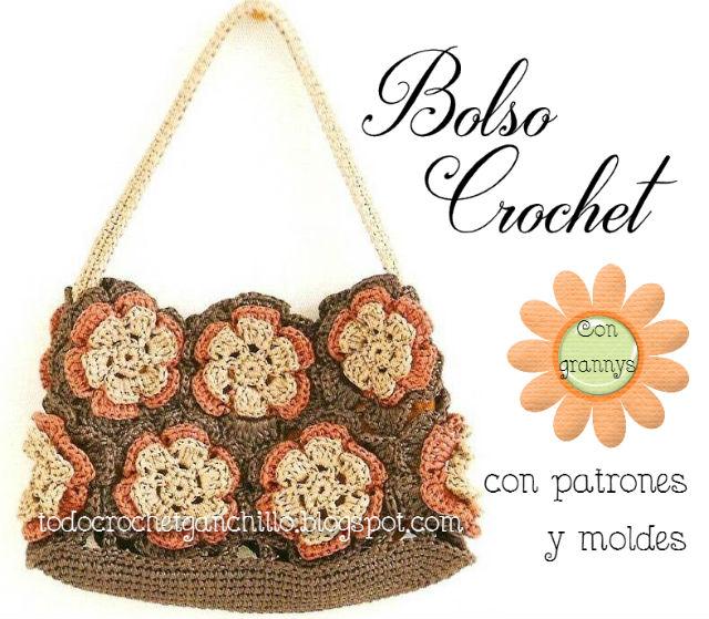 Bolso tejido al crochet realizado con 12 grannys con forma de flor
