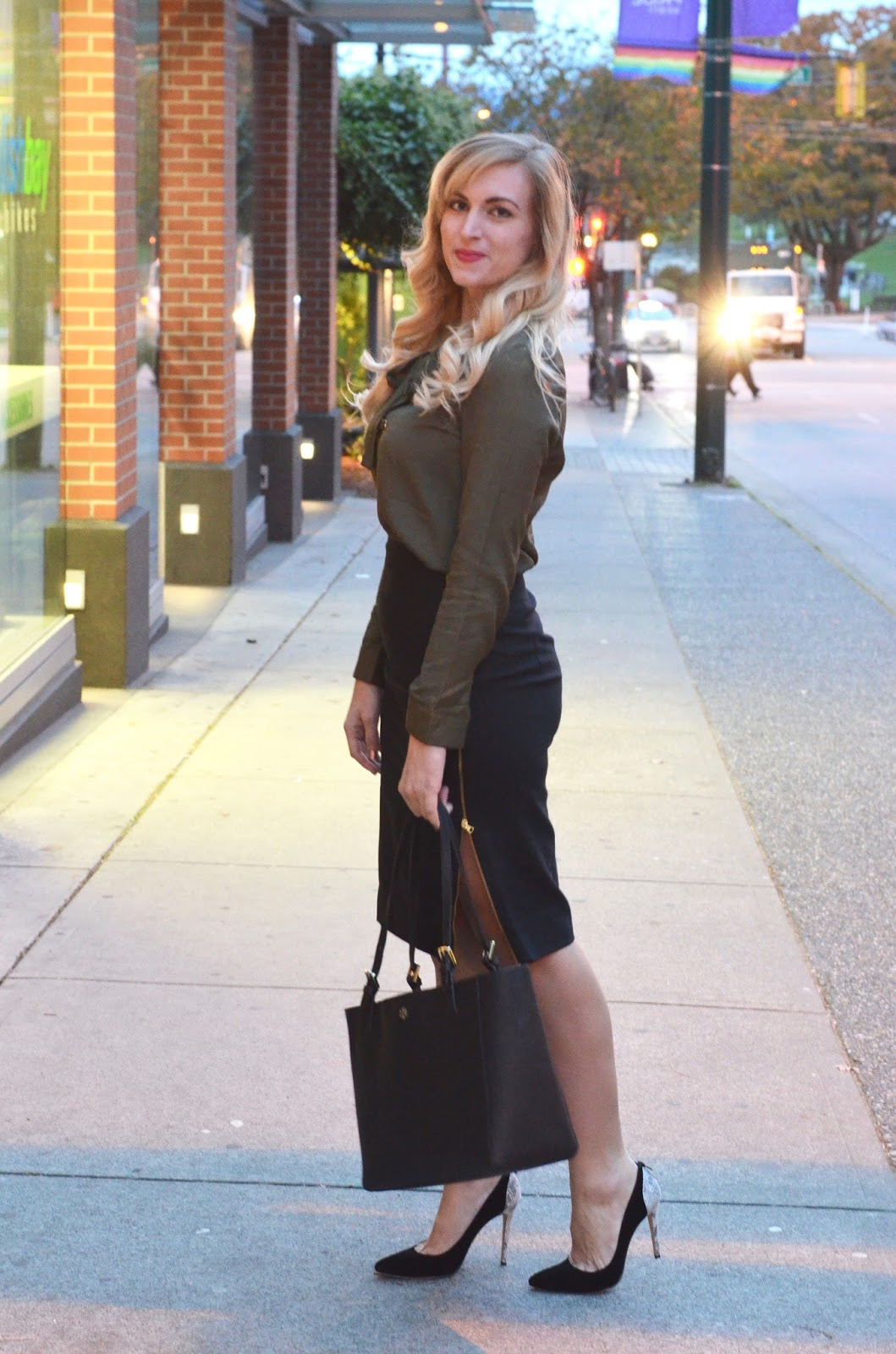 black exposed zipper pencil skirt