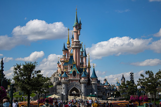 Disneyland Paris: A Guide To Eat, Drink, and Adventure
