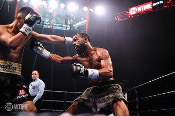 Gary Russell Jr defeat Tugstsogt Nyambayar 3