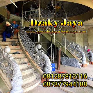 Proses Pembuatan Railing Tangga Layang Besi Tempa di lokasi proyek oleh Tim Dzaky Jaya.