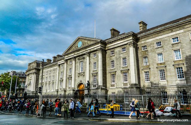 Entrada principal do Trinity College, no Centro de Dublin