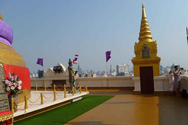 Teren świątyni na Złotej Górze