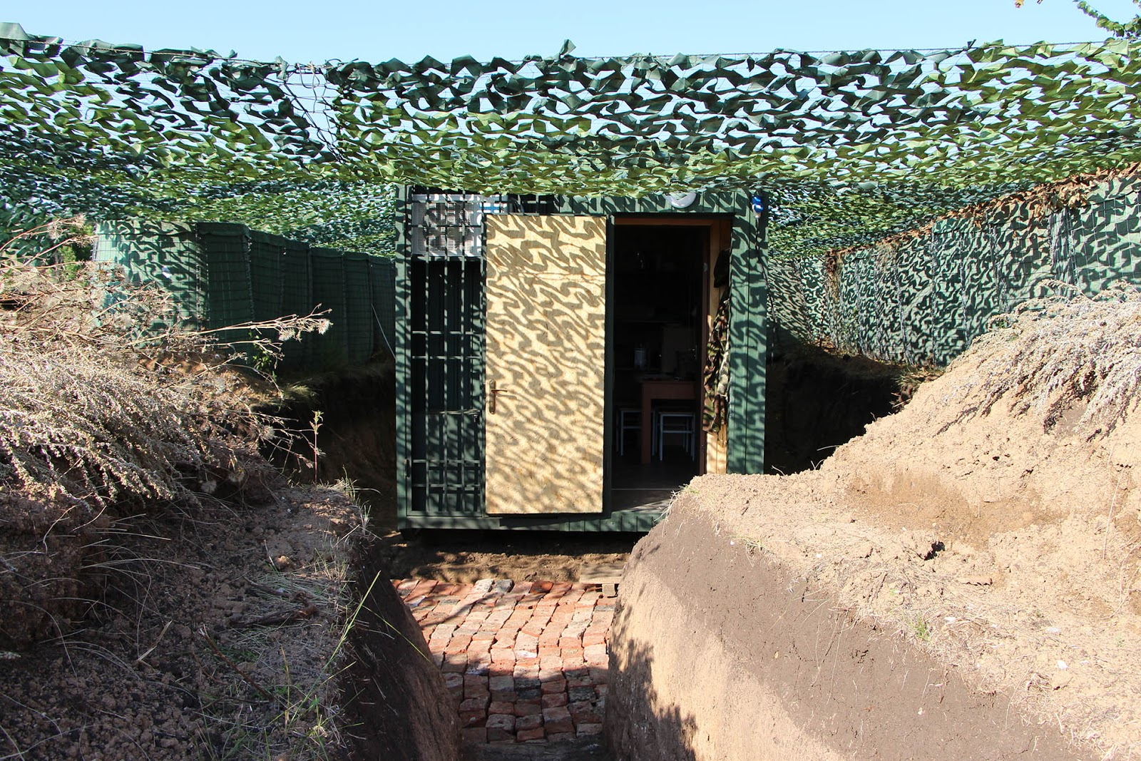 Краще у бліндаж… – військові тестують нові житлові модулі