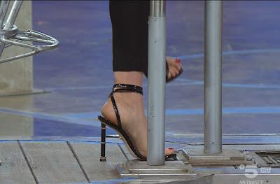 Elena Santarelli piedi tacchi alti scarpe Avanti Un Altro pure di sera 23 maggio