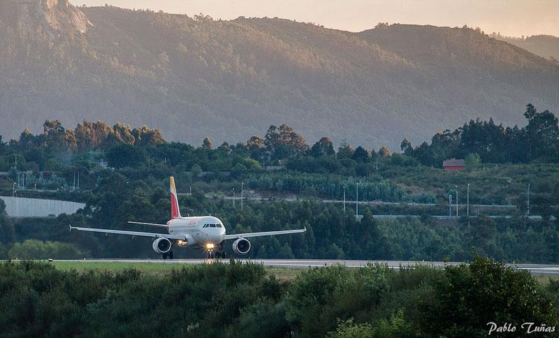 Aereo decollando aeroporto A Coruña