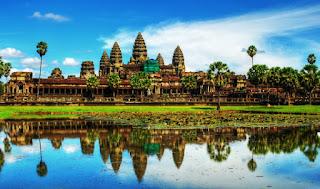 Otra bonita imagen de los templos de Angkor, reflejados en uno de los estanques que rodeaban la ciudad.