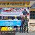 Satgas Pamtas Yonif Mekanis 643/WNS Bagikan Sembako Kepada Warga Perbatasan Yang Terdampak Pandemi Covid-19