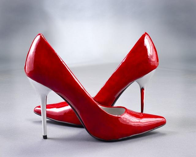 Menggunakan Sepatu Hak Tinggi Bagi Wanita Hamil, Bolehkah?