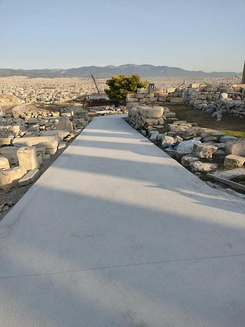 Αντιδράσεις προκαλούν οι νέοι διάδρομοι στην Ακρόπολη – Tι απαντά το υπουργείο Πολιτισμού