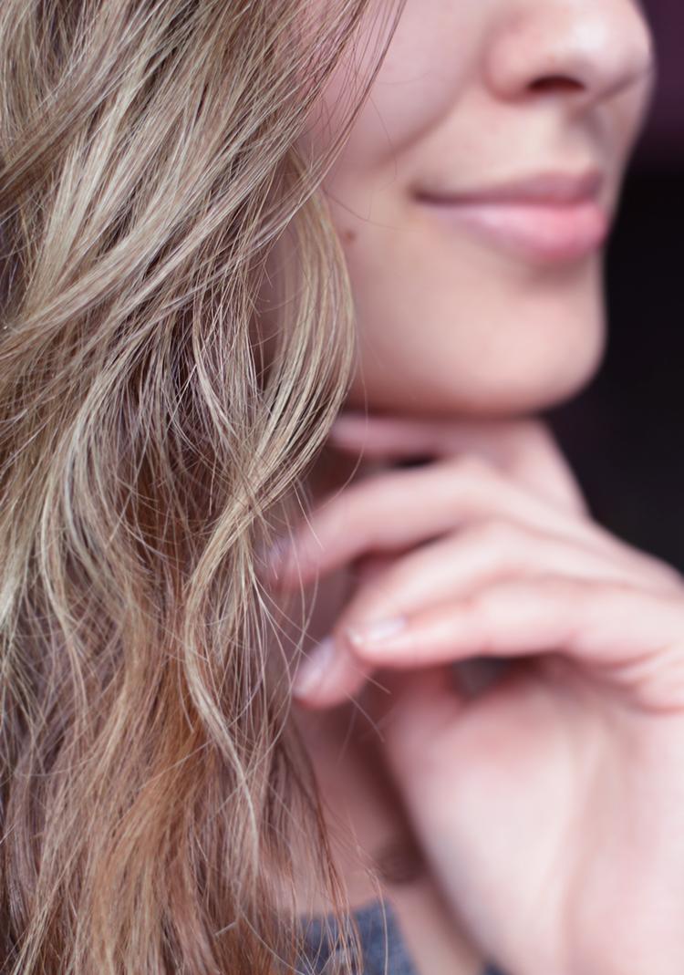 Jak ochłodzić kolor włosów, jak pozbyć się żółtego odcienia