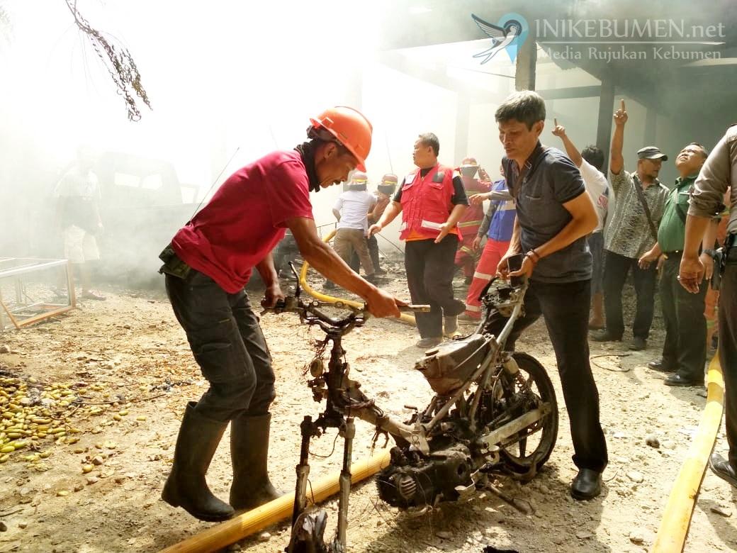 Kejutkan Warga, Gudang Mebel di Kebumen Ludes Terbakar