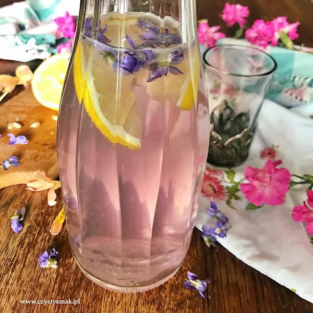 Napój aromatyzowany kwiatami