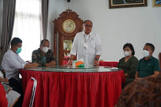 Bupati di Kawasan Danau Toba Terima 10.000 Vial Vaksin dari Dr. Junimart Girsang, Dosmar: Akan Distribusikan ke Seluruh Desa