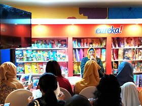 Mbak Achi T.M sharing tentang penerbitan naskah kepada publisher
