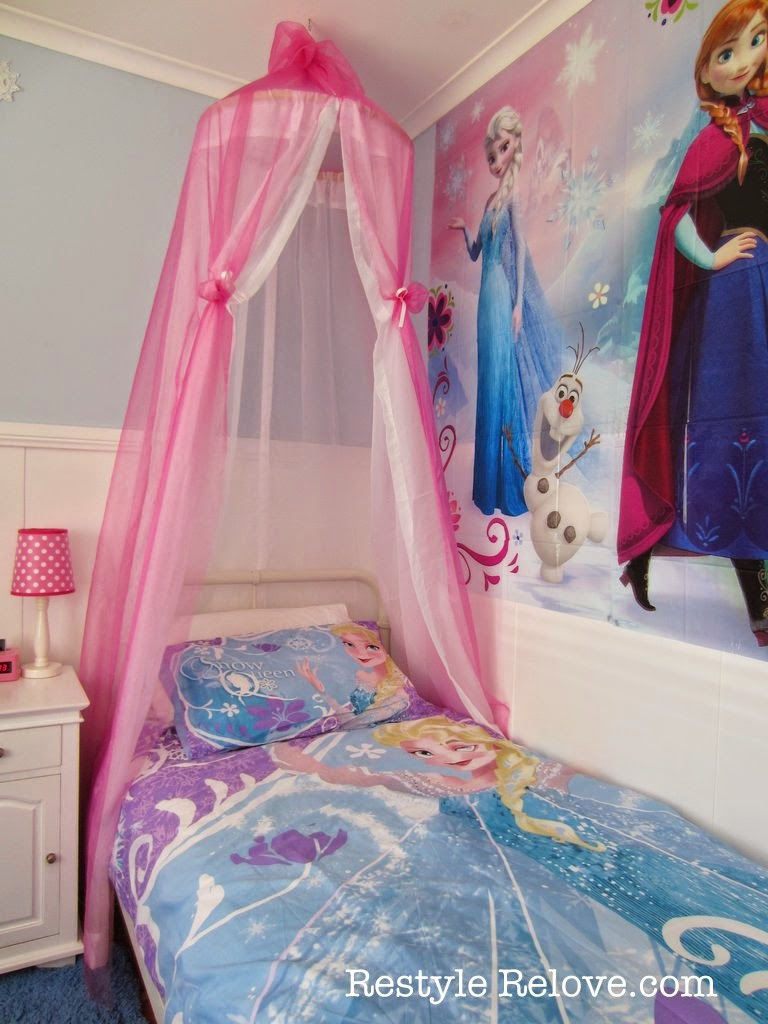 Kids Love Themed Bedroom Sets: A New Bed And DIY Bed Canopy For My Frozen Princess