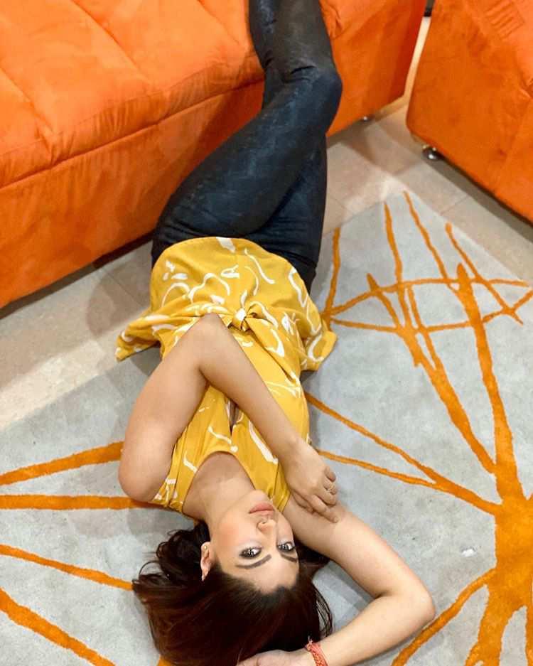 Akanksha Puri Hot Celebrity Photos