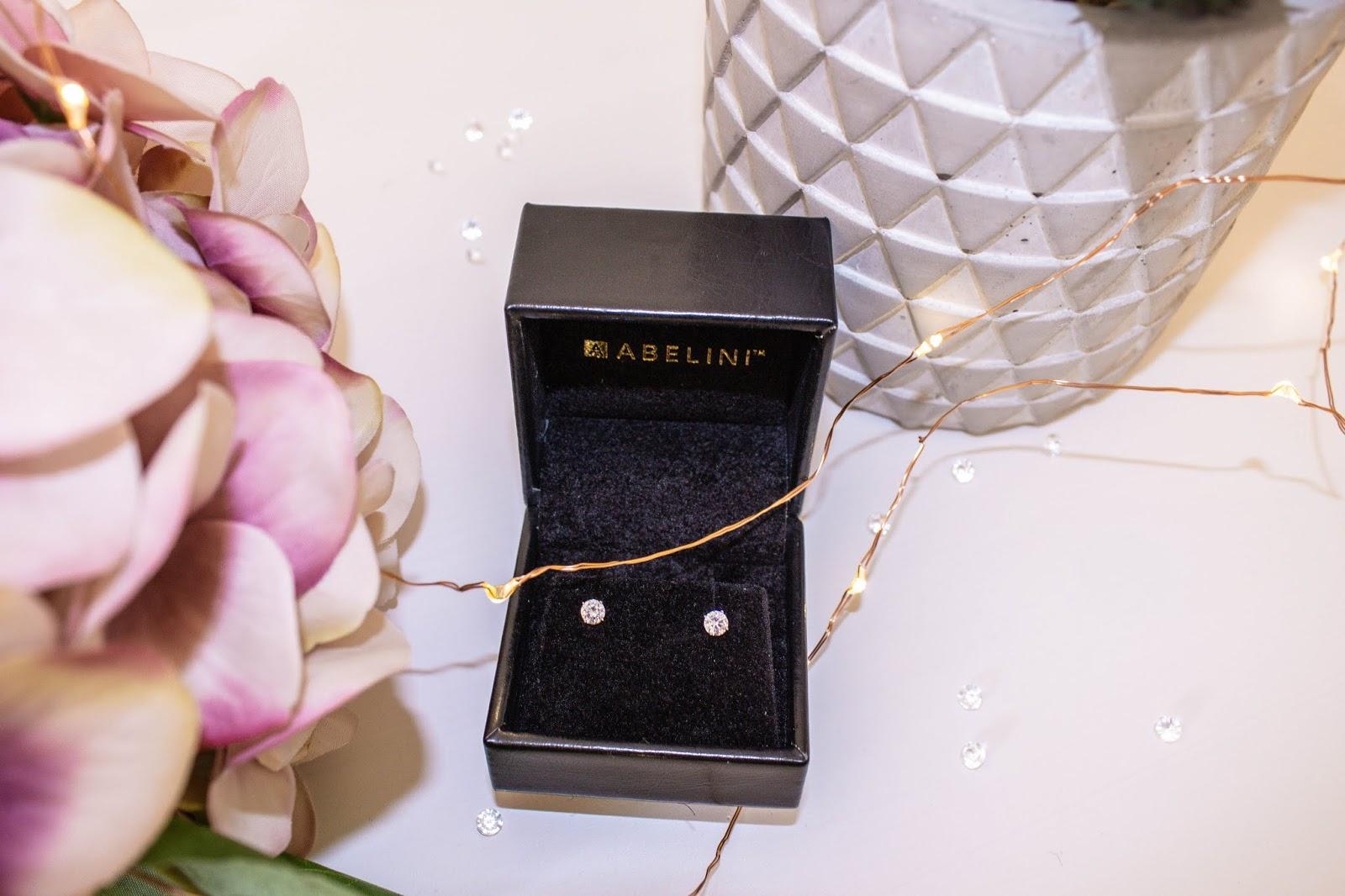 Classic diamond stud earrings