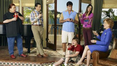Berta, Alan, Charlie, Judith, Jake elenco de dois homens e meio