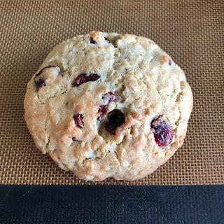 Boule de pate de cookies Levain Bakery après cuisson