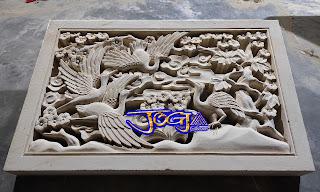 Roster ventilasi udara untuk ruangan rumah maupun pembatas antar ruangan gambar motif burung bangau di buat dari batu alam jogja atau batu alam putih