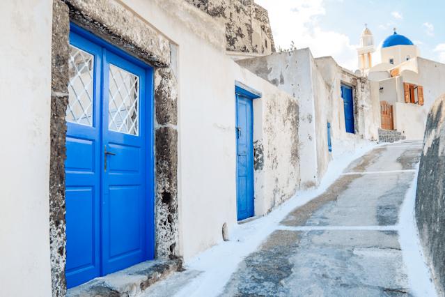 A street in AKROTIRI, Santorini