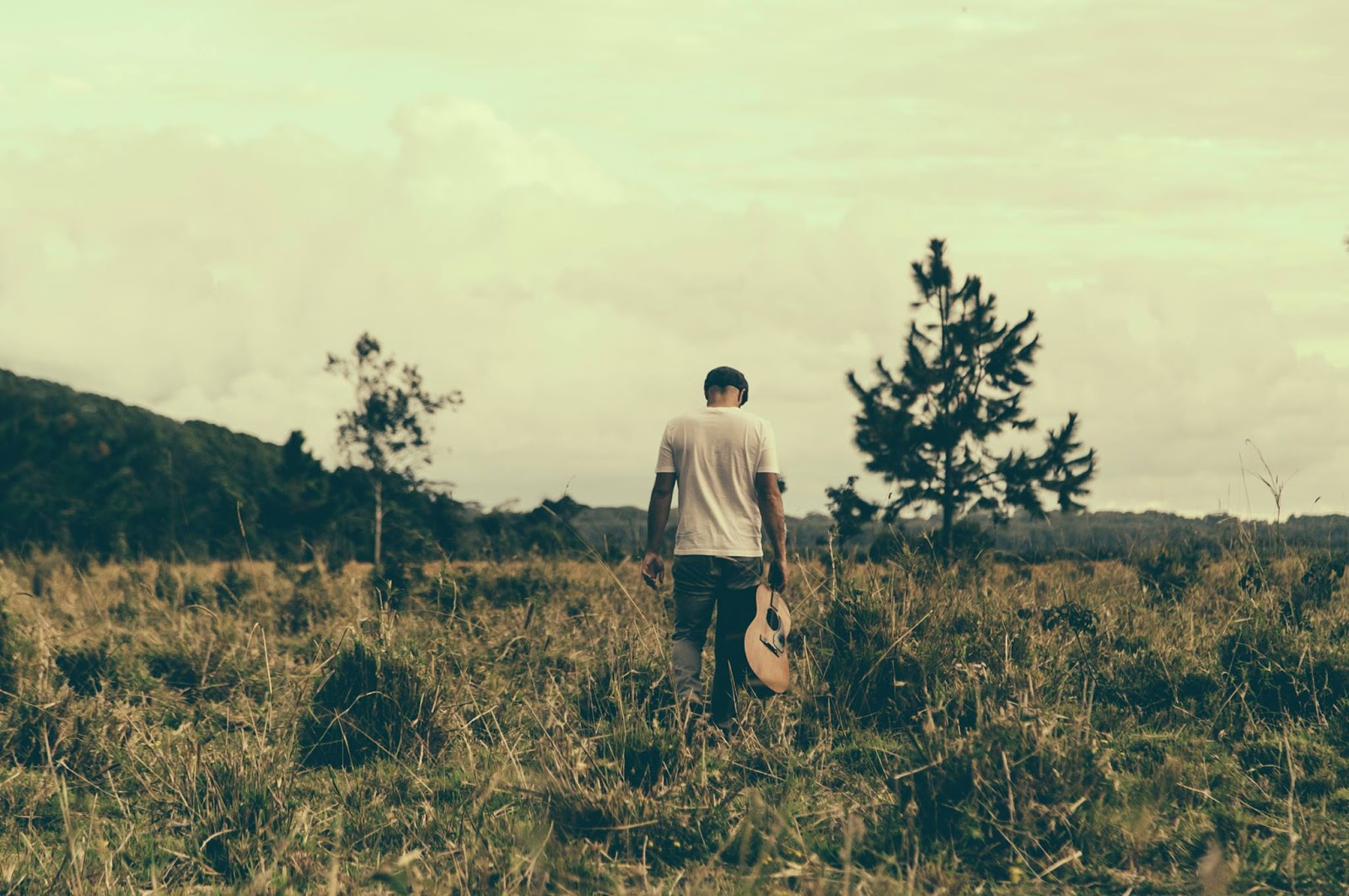 MUSIC: TOM FRANCIS | WEDDING MUSICIAN BEATS PATH TO HEARTS BYRON BAY NSW