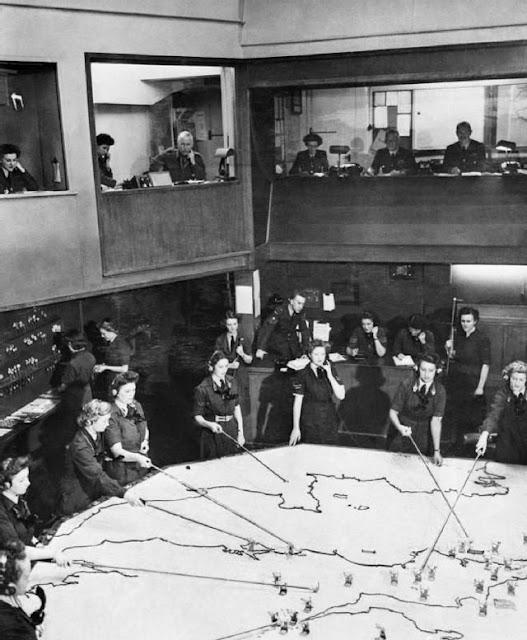 RAF plotters during World War II worldwartwo.filminspector.com