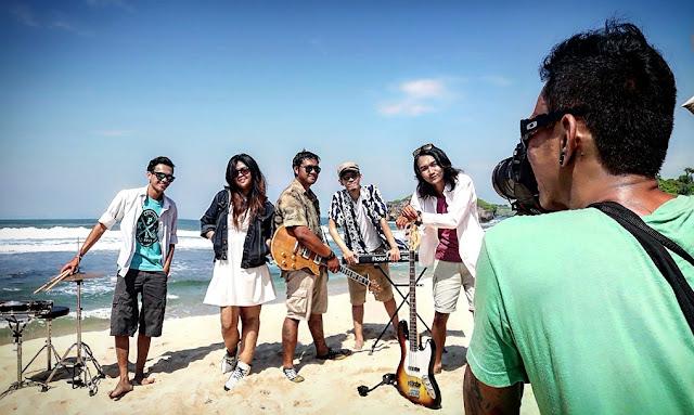 Qinara Jingga band Reggae