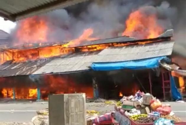 Kebakaran di Bakongan Hanguskan 13 Ruko, Perkiraan Kerugian Hingga 1 Milyar