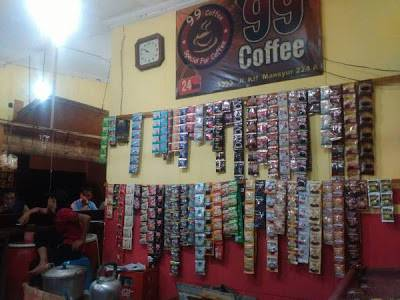 Suasana Warkop Pink Coffee 99