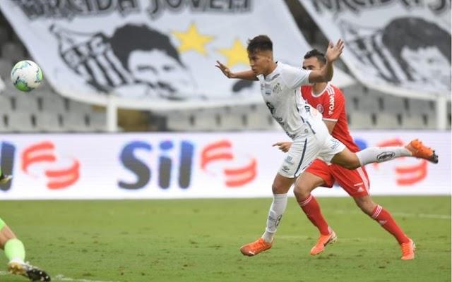 Santos não toma conhecimento do líder e vence o Inter na ViIa Belmiro
