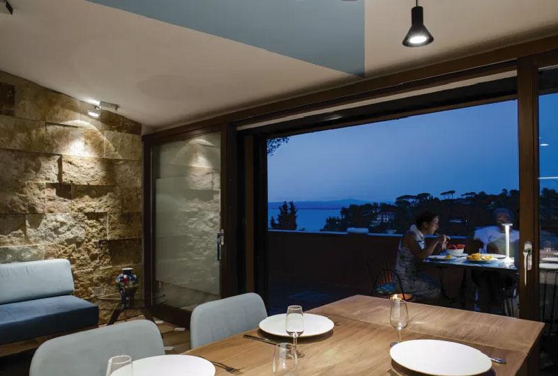 Il progetto di ristrutturazione di una villa al mare