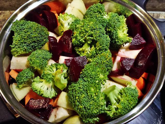 Můj fialový svět První příkrm batáty, lilek, brokolice, mrkev, červená řepa recept