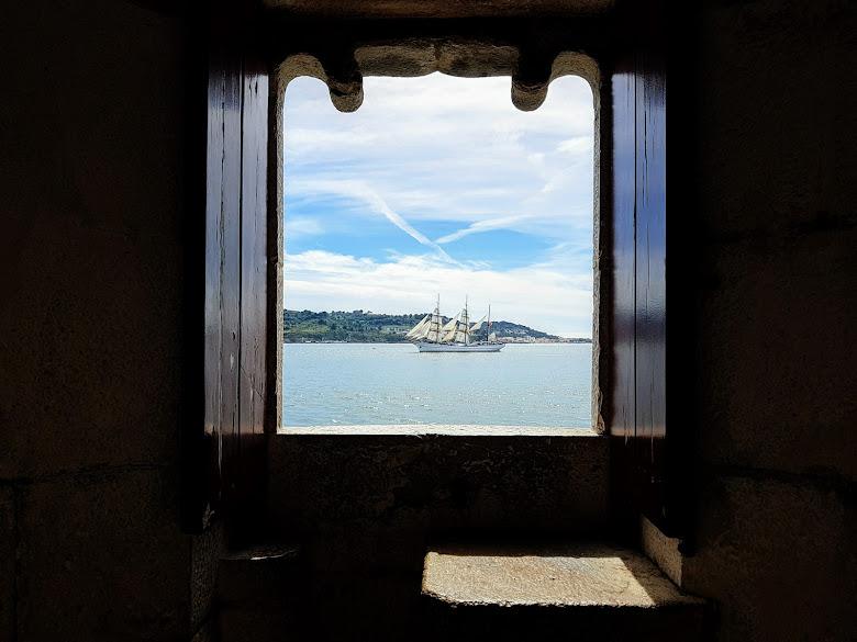 防禦工事向河看之風景,等帆船將近到 20 分鍾呢
