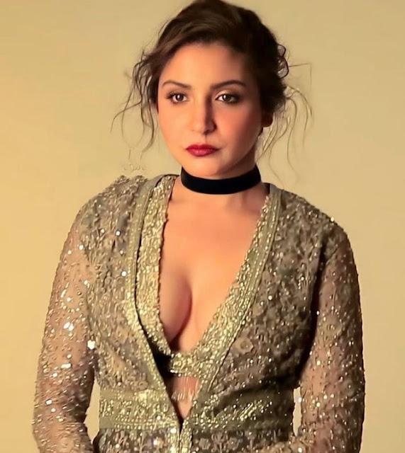 Actress Anushka Sharma Cleavage and Navel Actress Trend