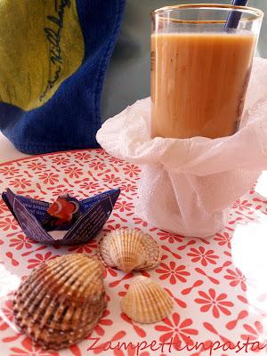 Frullato di frutta con latte di mandorla