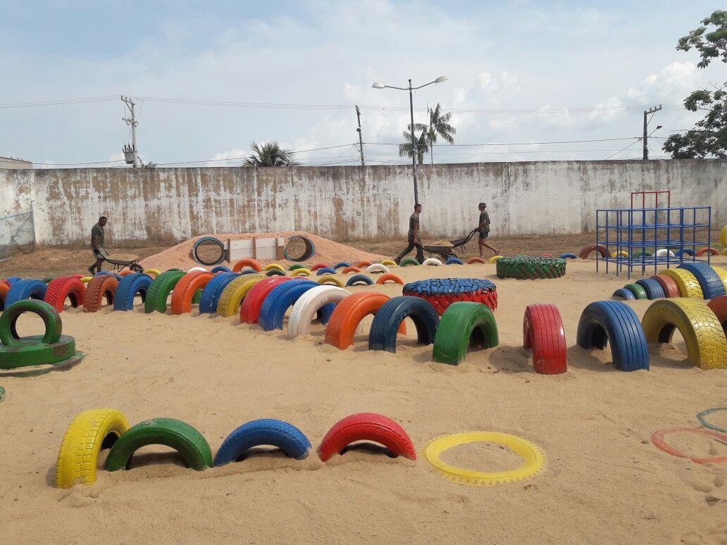 n cleo de educa o infantil cec lia meireles constru o do parque de divers o com pneus usados. Black Bedroom Furniture Sets. Home Design Ideas