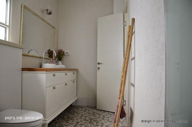 אריחים מצוירים באמבטיה