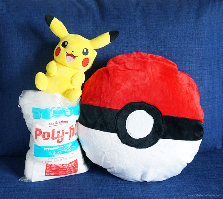 DIY Pokémon Pokeball Pillow