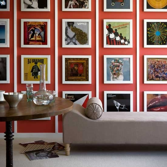 Galeria de Quadros cobrindo a parede. Blog Achados de Decoração