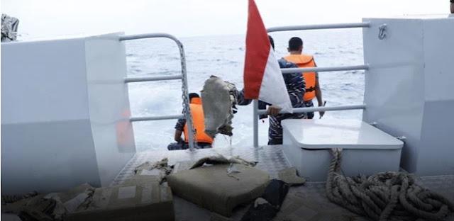 Ada Potongan Tubuh, Pakaian Wanita, dan Kursi Pesawat Lion Air Diangkut KRI Banda Aceh