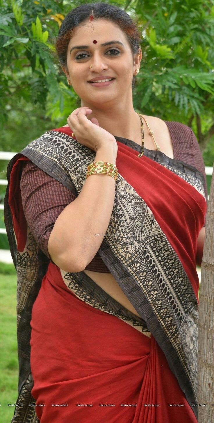 Beautiful Indian Aunties In Saree- Amazing Photo Gallery-8154
