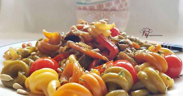 Salteado oriental de pasta y hortalizas