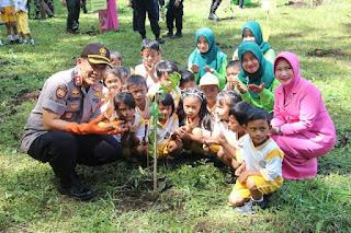 Polres Lumajang Tanam Pohon Serentak Untuk Kemanusiaan